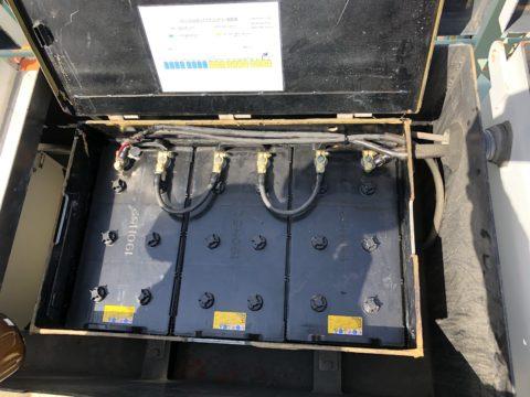 岸壁のクレーンのバッテリー替え