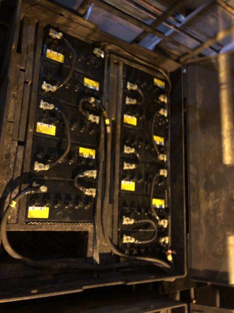クレーンのバッテリー交換
